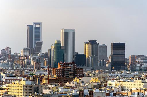 Distrito Financiero De Madrid Foto de stock y más banco de imágenes de Aire libre