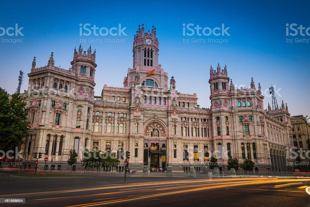 Madrid Palacio De Cibeles Traffic Zooming Through Plaza