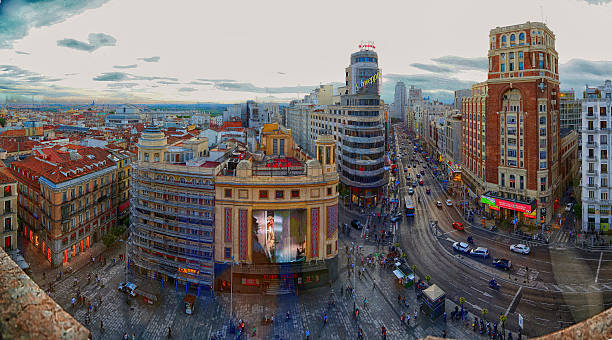 マドリッドのパノラマ - マドリード グランヴィア通り ストックフォトと画像