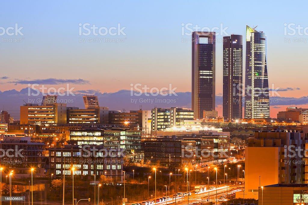 Madrid skyline in der Dämmerung – Foto