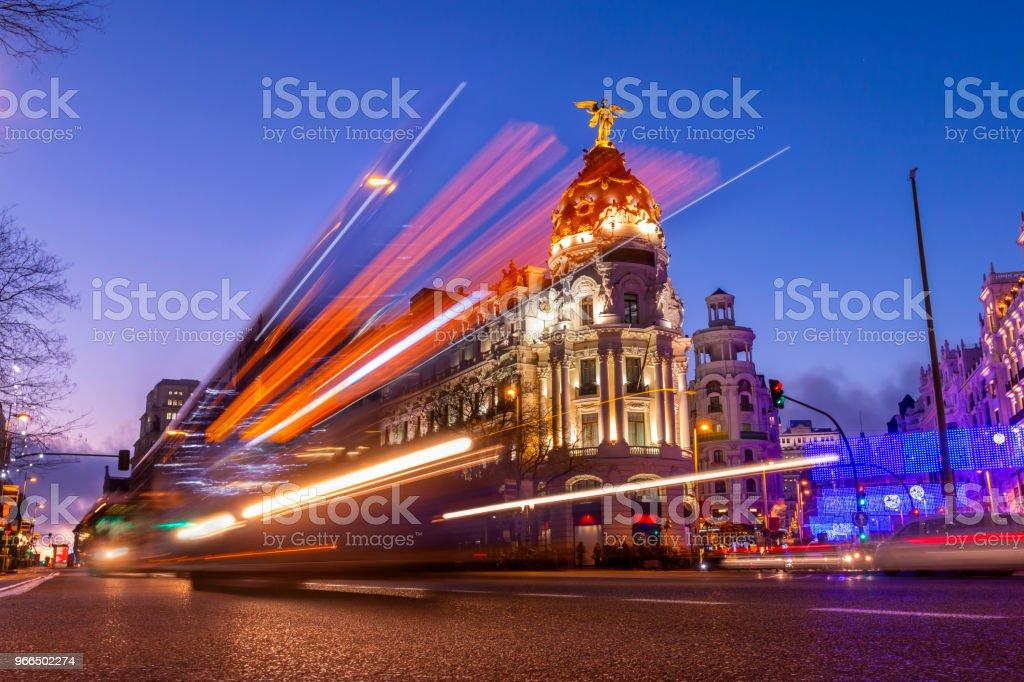 Madrid, España en hermosa puesta de sol con luces de coches - Foto de stock de Actividad móvil general libre de derechos