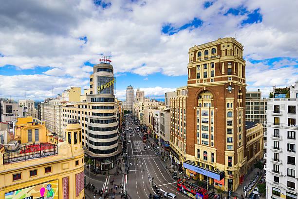 マドリード,スペインの街並み - マドリード グランヴィア通り ストックフォトと画像