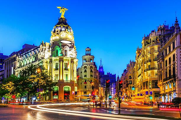 マドリード,スペイン製です。 - マドリード グランヴィア通り ストックフォトと画像