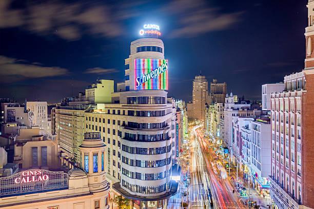 madrid spain ショッピング街 - マドリード グランヴィア通り ストックフォトと画像