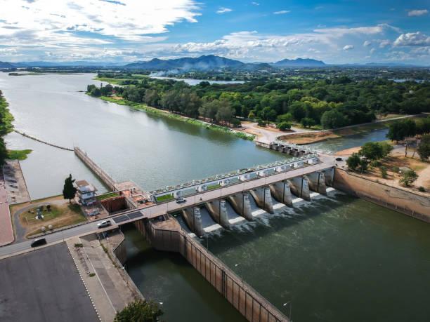 매 클롱 댐, 칸차나부리, 태국. - 댐 뉴스 사진 이미지