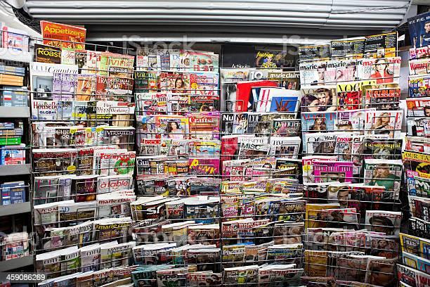 Magazines picture id459086269?b=1&k=6&m=459086269&s=612x612&h=5lsjkq1gjhi9evkmjxyixbuytw4zu0toitn2vo 1tbu=