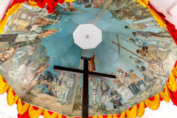 magellan cross in cebu city - cebu stockfoto's en -beelden