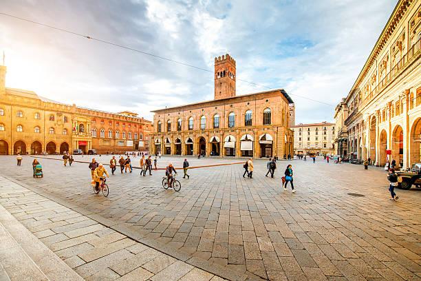 maggiore square in bologna city - bolonia zdjęcia i obrazy z banku zdjęć
