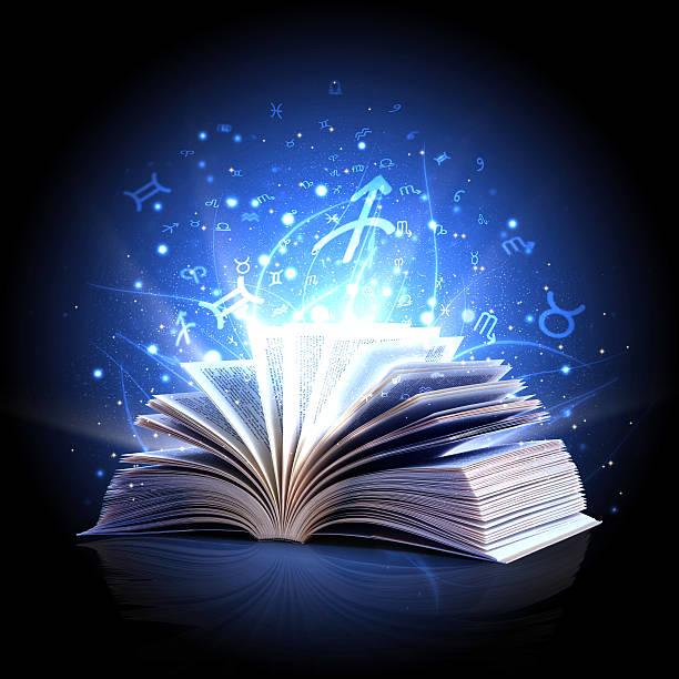 El libro de magia con zodiac símbolos - foto de stock