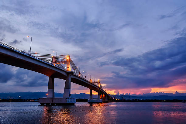 magic hour bridge - cebu stockfoto's en -beelden