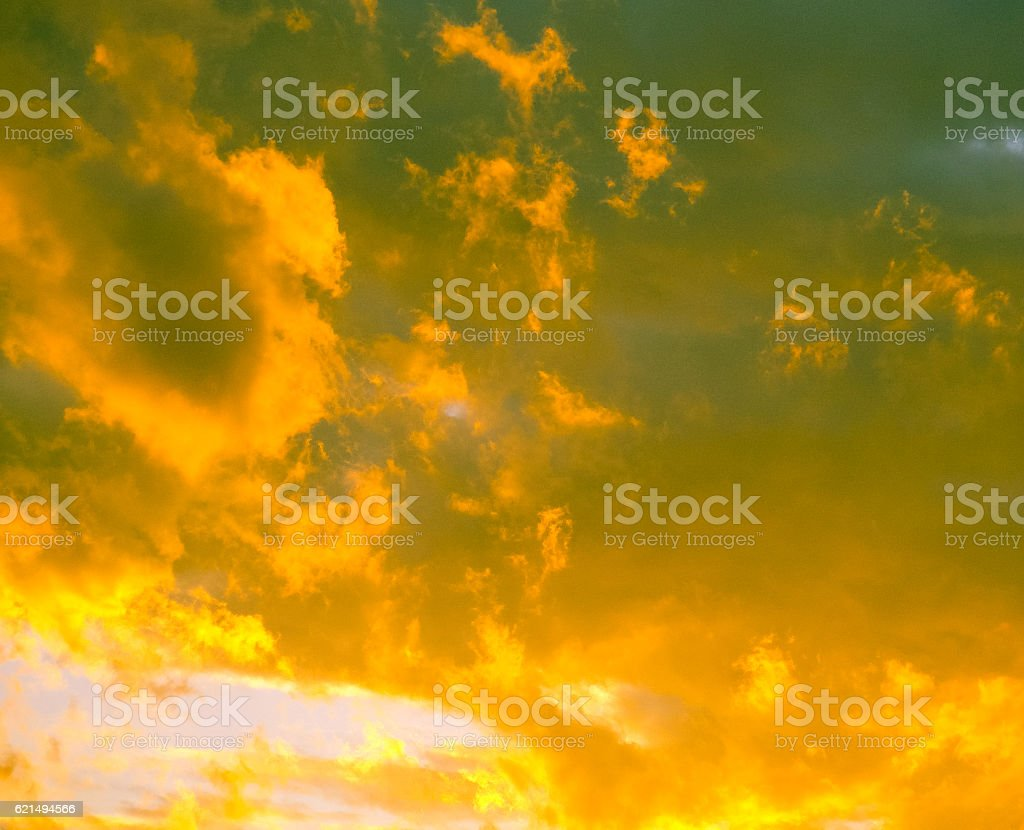 Magic yellow clouds above Belgrade in Serbia photo libre de droits