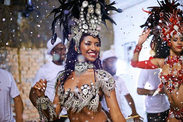 magische mardi gras! - sambatrommeln stock-fotos und bilder