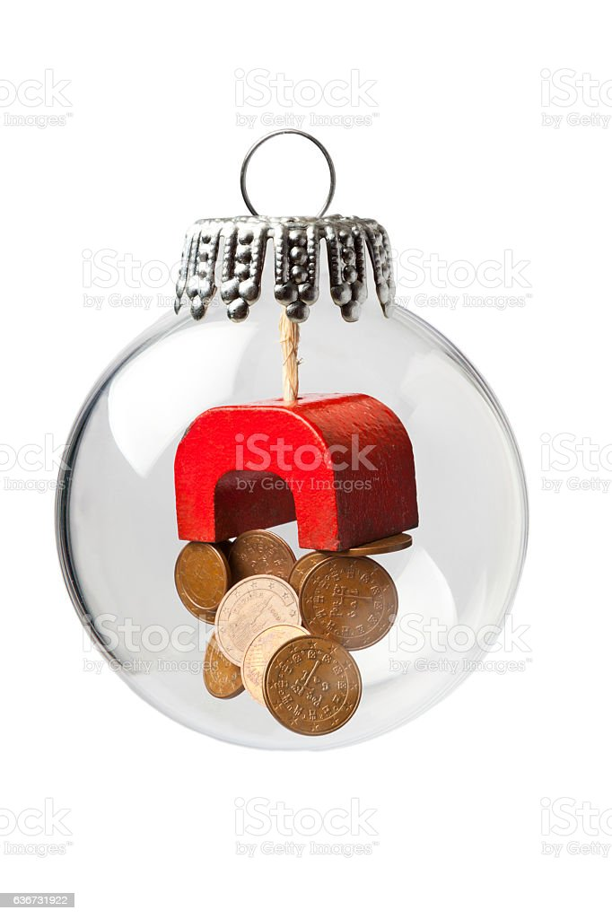 Magnet and Coins in a Christmas Ornament – Foto