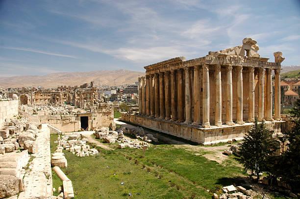 bacchus temple à héliopolis - liban photos et images de collection