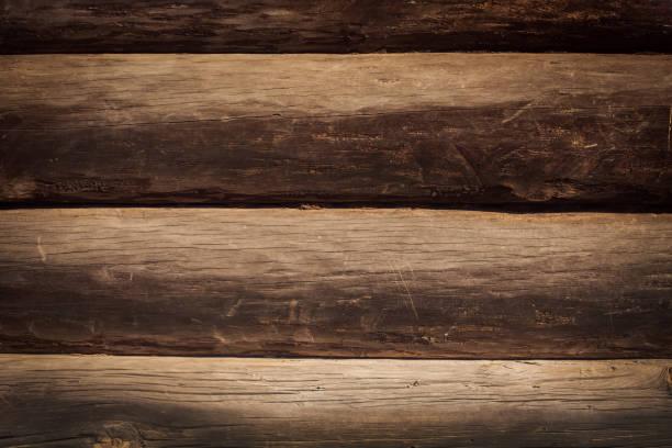 herrlichen hintergrund eine strukturierte alte mauer aus braunen holzbalken - pole scheunen designs stock-fotos und bilder