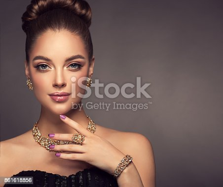 istock Magnificent lady in a perfect make up is shows jewelry set. 861618856
