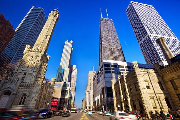 magnificent mile - edificio hancock chicago fotografías e imágenes de stock