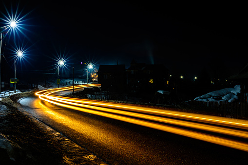 Magnificent shake the light of car lights in the evening on the highway with the stars of streetlights