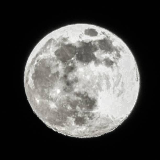 Magnificent Shot Of The Full Moon And Its Craters From Alcala De Henares. – Foto