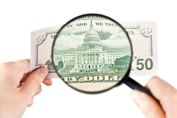 Vergrößern einer fünfzig-Dollar-banknote – Foto