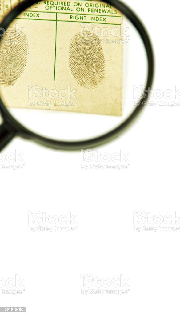 Lupe und Fingerabdrücke mit textfreiraum – Foto