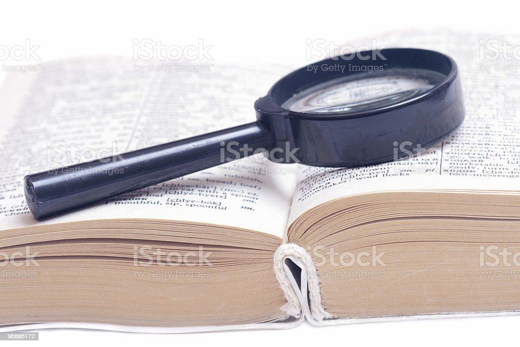 Lupe auf Buch. Lizenzfreies stock-foto