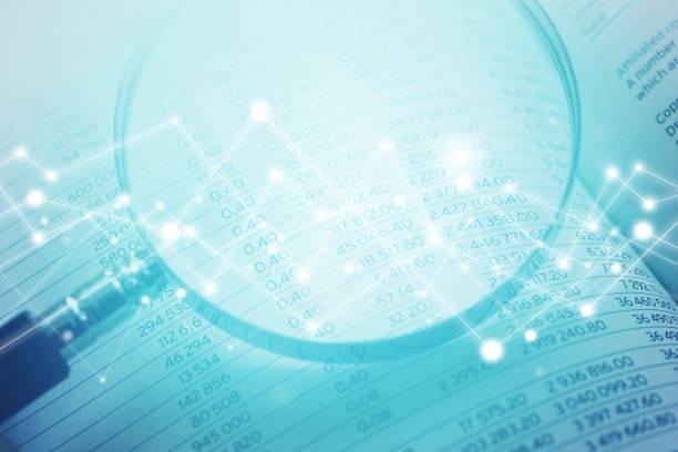 Lupe auf Finanzkennzahlen mit Network Graphics – Foto