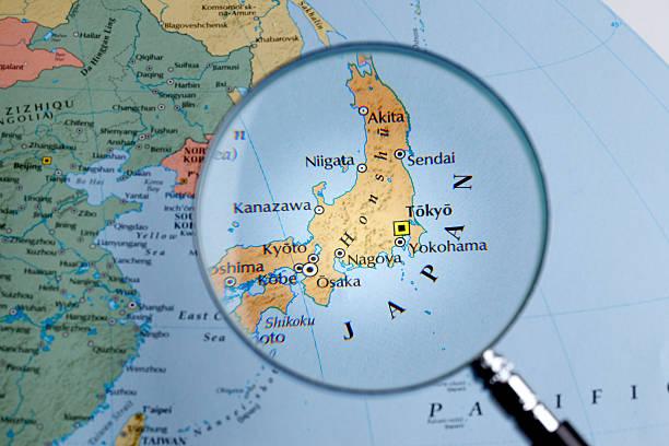 拡大鏡、マップの上に日本 - 日本 地図 ストックフォトと画像