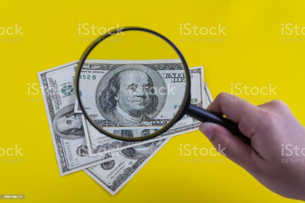 Magnifying money foto de stock royalty-free