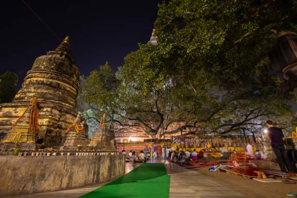 來自世界各地的摩哈博迪寺佛教徒來吧圖像檔
