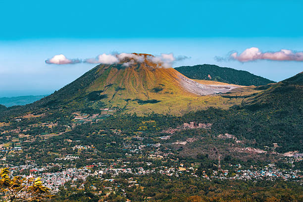 Mahawu volcano, Sulawesi, Indonesia View from Mahawu volcano on the island of Sulawesi in Indonesia has a tiny crater lake. This part of the western Pacific has numerous live volcanoes manado stock pictures, royalty-free photos & images