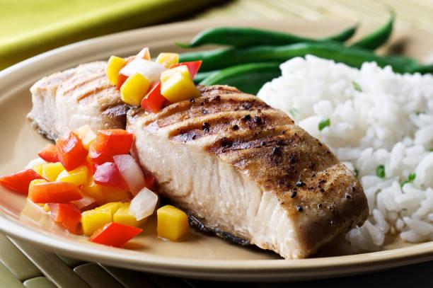 Mahi-Mahi-Fisch mit Frucht-Salsa – Foto