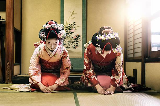 Maiko Girls Maiko Girls geisha stock pictures, royalty-free photos & images