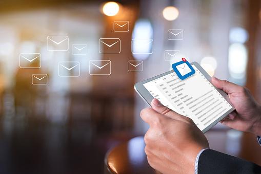 Kommunikationsverbindung Postnachricht An Mailingkontakteposteingang Die Ausstehende Emailkommunikation Anzeigen Stockfoto und mehr Bilder von Abschicken