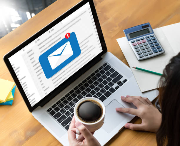 Kommunikationsverbindung Postnachricht an Mailing-Kontakte Telefon Buchstaben Gesamtkonzept – Foto