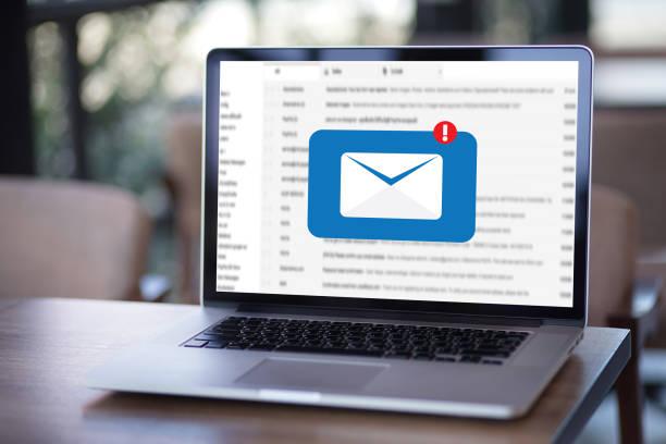 メーリング リストの連絡先にメール通信接続電話のグローバル文字概念 ストックフォト