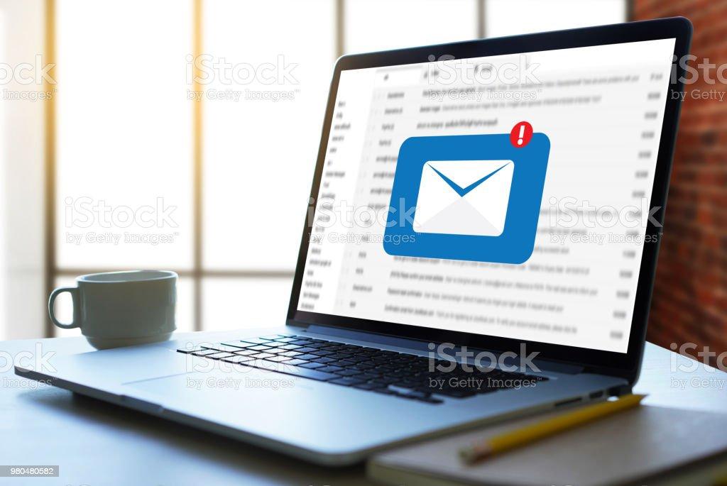 Kommunikationsverbindung Postnachricht an Mailing-Kontakte Telefon Buchstaben Gesamtkonzept - Lizenzfrei Abschicken Stock-Foto