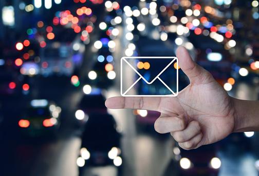 아이콘을 메일 문의 개념 가리키기에 대한 스톡 사진 및 기타 이미지