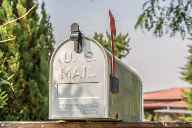 US-Postfach von vorne mit aufrechten Flagge – Foto