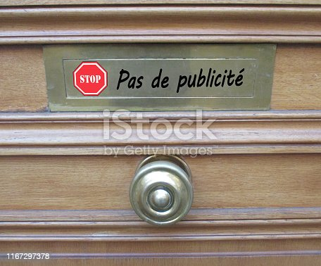 istock Mailbox  STOP no advertising in French 1167297378