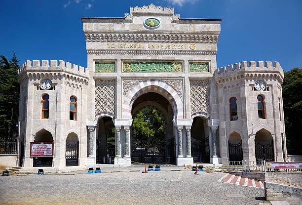 Main entrance gate of Istanbul University on Beyazıt Square, Istanbul – Foto