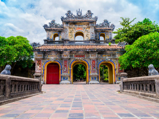 Main gate in the old citadel of Hue, Vietnam Main gate in the old citadel of Hue, the imperial forbidden purple city, Vietnam forbidden city stock pictures, royalty-free photos & images