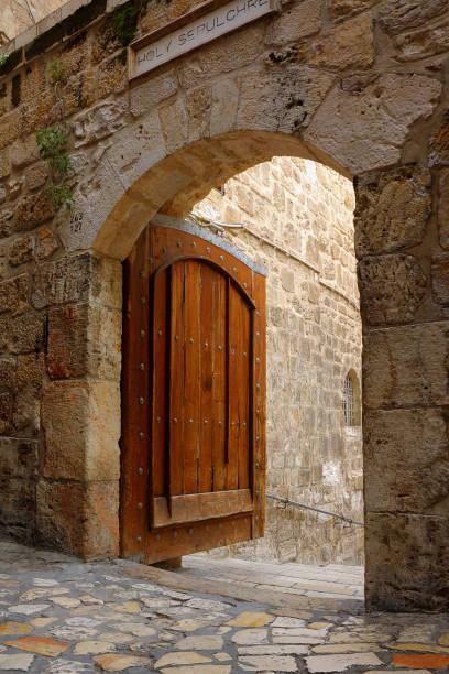 Haupttor zum Hof der Kirche des Heiligen Grabes – Foto