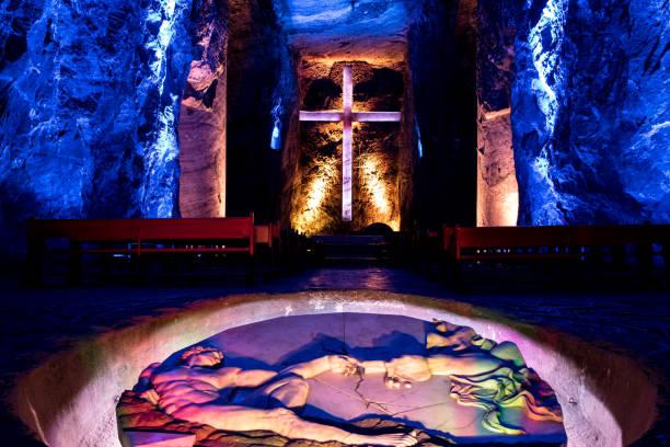main hall av underjordiska salt cathedral - zipaquira, colombia - katedral bildbanksfoton och bilder