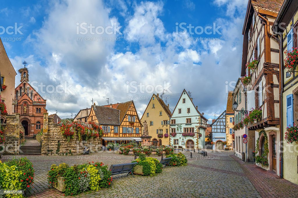 Main square in Eguisheim, Alsace, France - foto stock