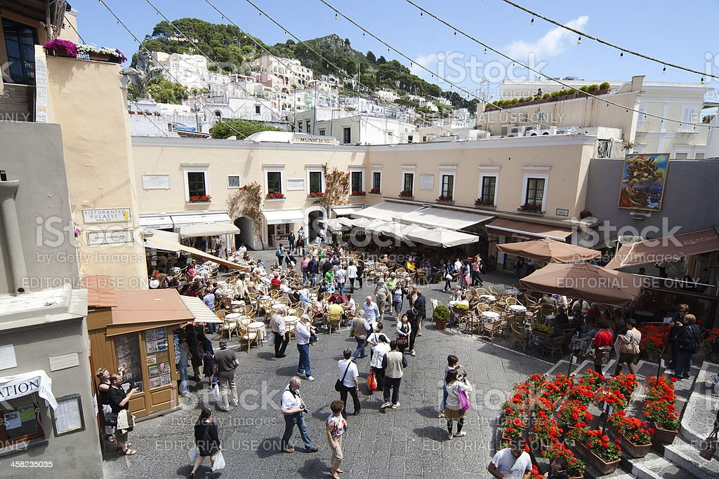 Piazza principale di Capri con Bell Tower - foto stock