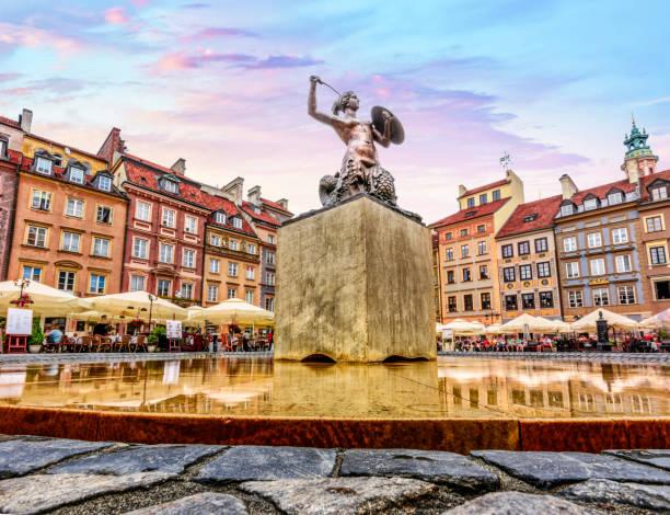 hoofdplein van warschau oude stadsplein markt - oude stad stockfoto's en -beelden