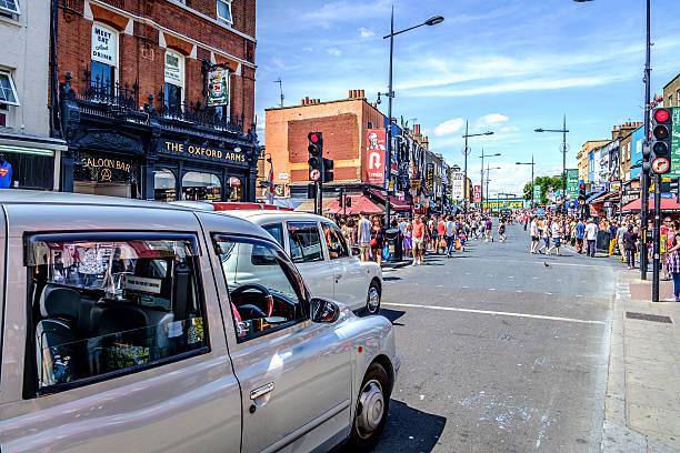 main street in camden town england - carlosanchezpereyra fotografías e imágenes de stock
