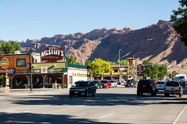 main street in moab utah - moab utah stockfoto's en -beelden