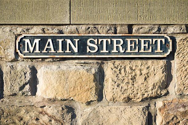 der'main street'symbol - straßenschild stock-fotos und bilder